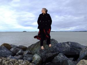 Woman-on-rock-by-oceanlevel