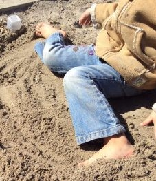 BF - Child in sand